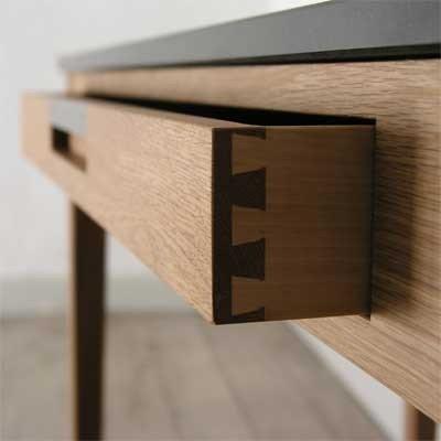 Ala skrivbord med 2 lådor
