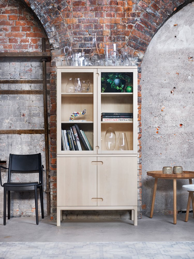 Stolab Prio vitrinskåp Köp hos Vision of Home se Design med Fri Frakt